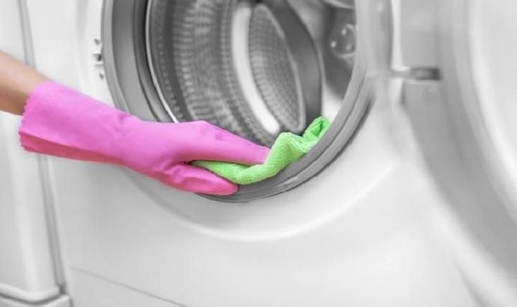 Como limpiar el moho negro de la goma de la puerta de la lavadora